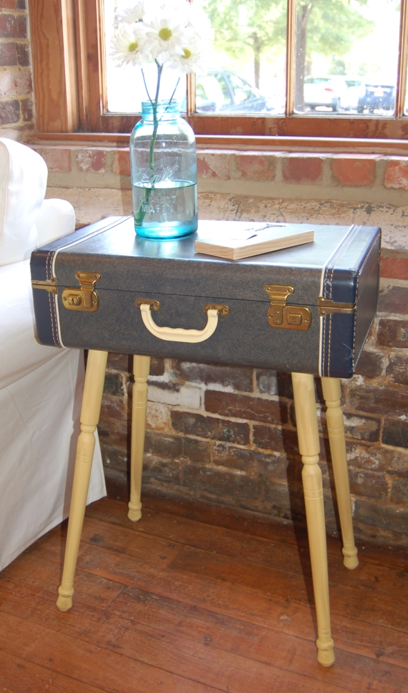 Exceptionnel Suitcase Side Table